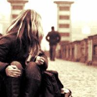 hep aklında olsun, belki yıllar sonra bir sokakta birbirimizin yanından umarsızca geçerken, ikimiz de diyeceğiz ki; bu yabancı ne kadar da çok benziyor hatıralarıma!