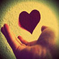 Sevdiğine yürekten bağl...
