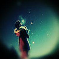 aşk, belki de geceleyin gökyüzüne bakıp kayan bir yıldızdan seni dilemekti.