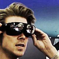 Sen güneş gözlüğü...