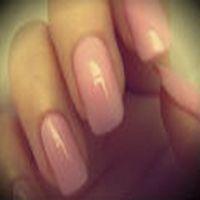 bir kızın hayatta aldığı en büyük risk, yeni oje sürülmüş parmaklarıyla üstünü giymektir.