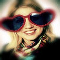 Gözlük kızın suratının ...