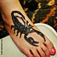 Ayağıma 3d akrep dövmes...