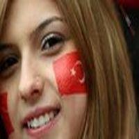 Türk kızına aya ayak...