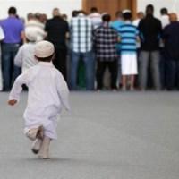 Camide öğle namazı sünn...