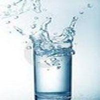 İçtiği suyun bardağ...