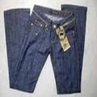 tezgahtara bu pantolon ne kadar? dedim. 90tl dedi. ama etiketinde size:32 yazıyo ? dedim. allahtan hızlı koşuyorum. :)
