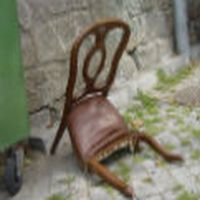 Sandalyemin �st�ne k�yafetleri...