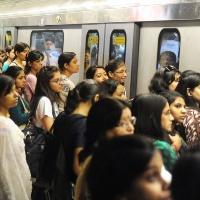Metrodan inerken, insan...