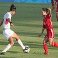 Kadınların futbol oynam...