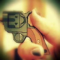 +Kanka, silah şeklinde...