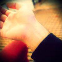 Sevdiğim kızın kolun...